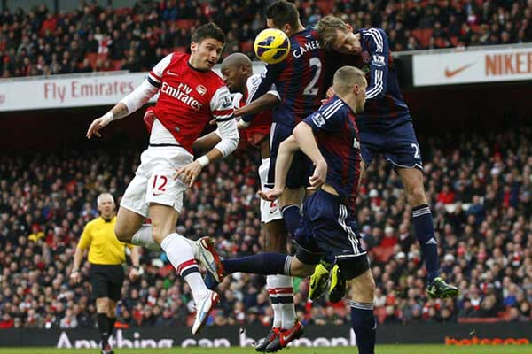 Geoff Cameron's Stoke City lost 1-0 to Arsenal in England's Premier League.  Credit: Michael Zemanek - ISIPhotos.com
