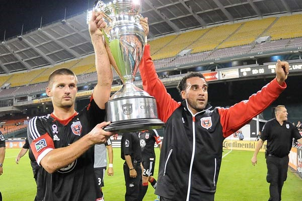DC United with their 2013 US Open Cup. Credit: Jose L. Argueta - ISIPhotos.com