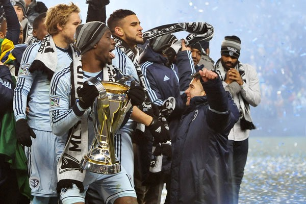 Sporting Kansas City celebrates with the 2013 MLS Cup. Credit: Bill Barrett - ISIPhotos.com