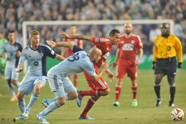 aurelien-collin-sporting-kansas-city-mls-soccer-player