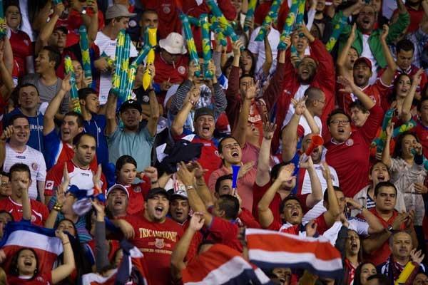 costa-rica-fans