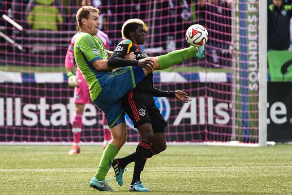 chad-marshall-seattle-sounders-defender-galaxy-gyasi-zardes-mls-2014