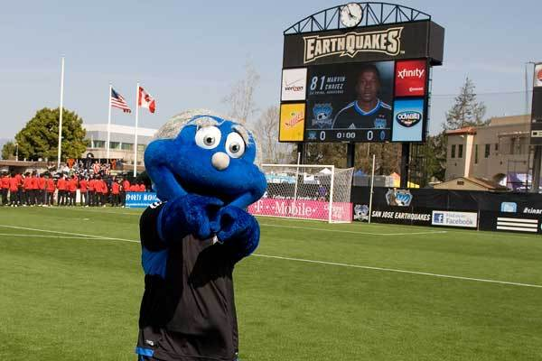 san-jose-earthquakes-q-mascot-buck-shaw-stadium