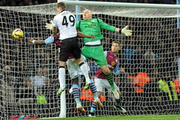 brad-guzan-block-aston-villa-manchester-united-premier-league-2014-15