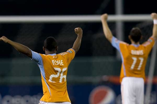 corey-ashe-brad-davis-houston-dynamo-mls-soccer-players