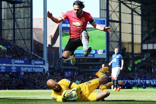 tim-howard-everton-manchester-united-premier-league