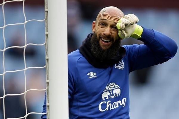 tim-howard-goalkeeper-everton-aston-villa-premier-league