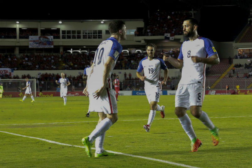 usmnt-soccer-players-christian-pulisic-clint-dempsey-goal-celebration