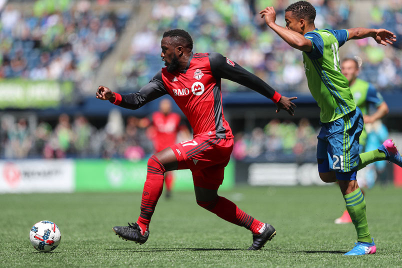 toronto-soccer-player-jozy-altidore-ball-mls