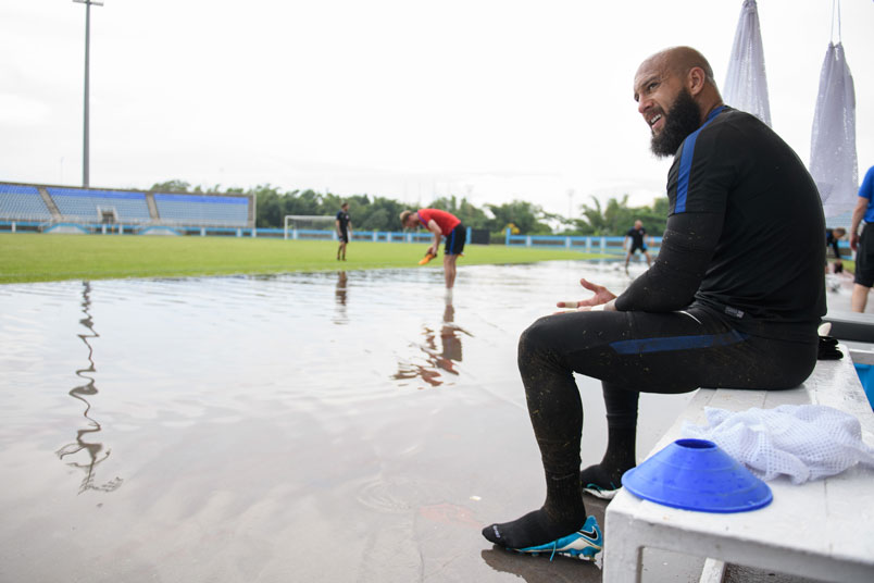 tim-howard-training-ato-boldon-stadium