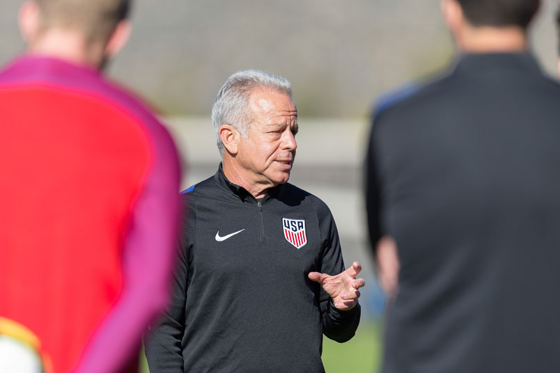 usmnt-interim-coach-dave-sarachan-lisbon-training-session