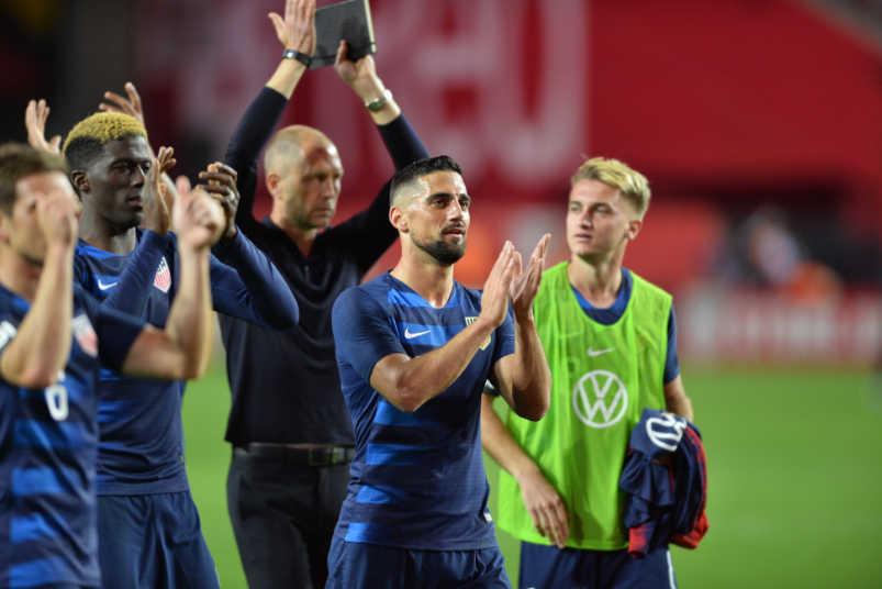 usmnt-players-applauding-panama-friendly-january-2019