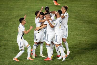 LAFC wakes up the Galaxy