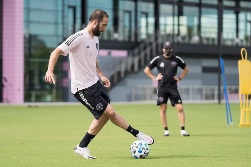 gonzalo higuain during an individual training session