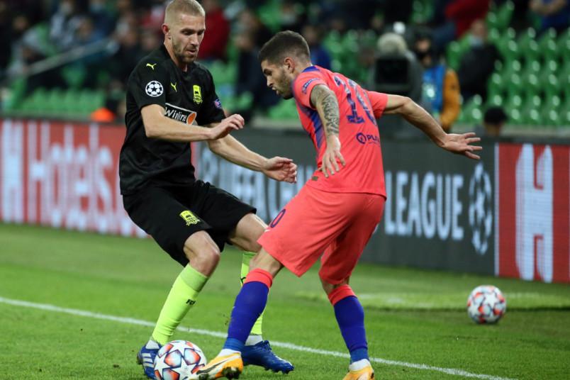 christian pulisic on the ball against krasnodar