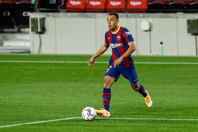 Dest subs on for Barcelona