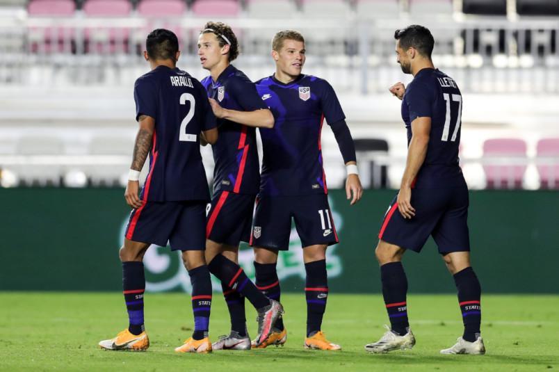 usmnt players goal celebration against el salvador