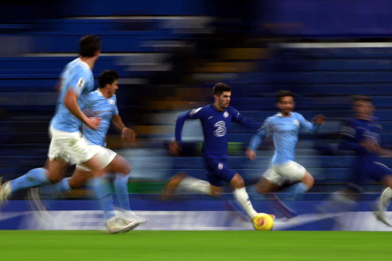 christian pulisic on the ball against manchester city