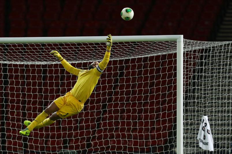 tim howard usmnt goalkeeper in action against Scotland in 2013