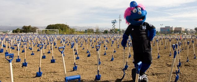 The San Jose Earthquakes used their groundbreaking to set a world record.  Credit: Michael Pimentel  - ISIPhotos.com