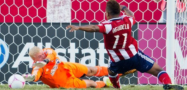 Chivas USA and Dallas drew 1-1 on Saturday, putting Dallas's playoffs chances in doubt.  Credit: Michael Janosz - ISIPhotos.com